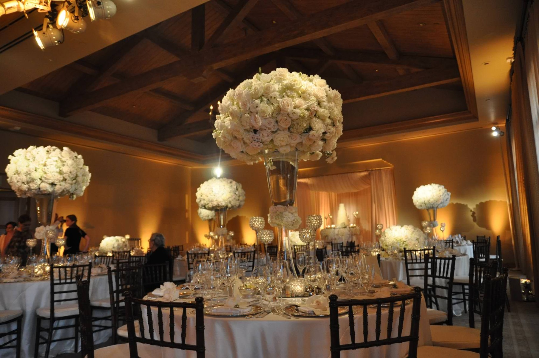 nisies-enchanted-florist-orange-county-Stephanie-and-TJ-Pelican-Hill-Resort-wedding-2